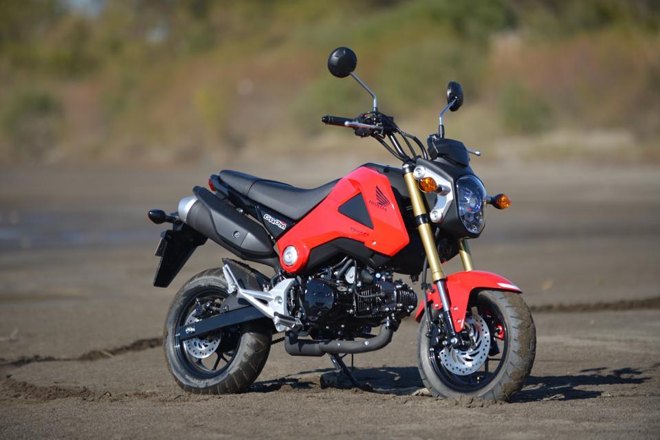 ホンダのグロムはこんなに小さいのに125ccのエンジンを搭載。色々な遊び方ができるプレイバイク。最近はこのグロムを使ったカスタムマシンが世界中で人気になっている。