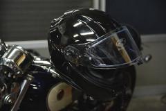 【扱い方】ミラー掛け、ハンドル掛けは超NG?!ヘルメットの扱い方についてメーカーに聞いてみた