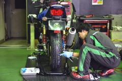 【タイヤ交換】プロにお願いするとここがすごい!バイク専門店で行うタイヤ交換のメリットをご紹介