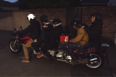 【無茶】車に勝てる?!前代未聞の5人乗りカスタムバイクがリムジンすぎる