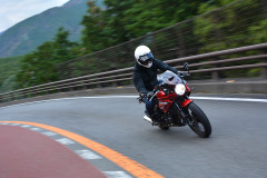現代のカフェレーサーGPX Gentleman RACER 200はどんなバイク?街中、峠、初心者など一挙検証!