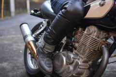 【パンツ編】プロが教える冬バイクファッション!カジュアルな防寒パンツに足用のレッグウォーマーなど紹介