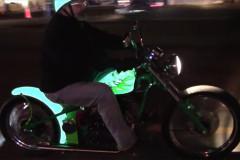 【二度見】電気で光るバイク塗装に熱で模様が浮かぶマフラー?!ちょっと不思議な次世代バイクカスタムペイント!