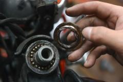 ハンドルを切るとゴロゴロorカツンと引っかかるステムトラブルの原因はコレ!しばらく乗り続けたバイクは要チェック!